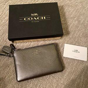 Coach Small Wristlet Dark Gunmetal / Heather Grey